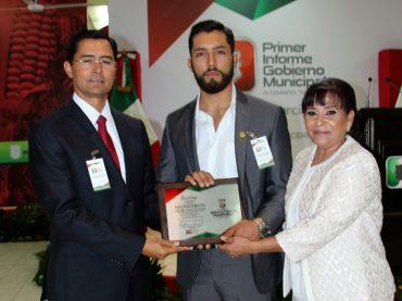La alcaldesa Edelmira García Delgado hizo un paréntesis durante su mensaje con motivo de su primer informe de gobierno municipal.