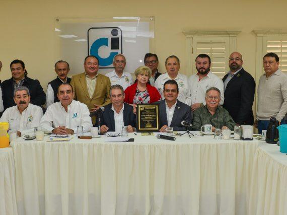 Reconoce Consejo de Instituciones labor del alcalde Enrique Rivas.