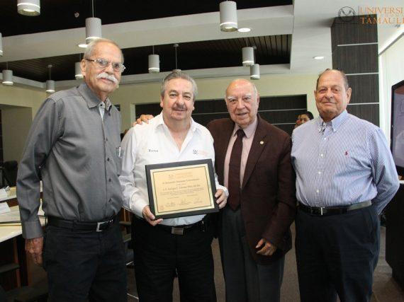 Patronato de la UAT reconoce labor del Rector Enrique Etienne.
