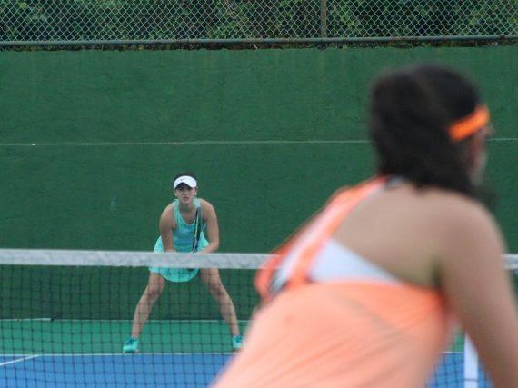 Se perfilan los talentos en la Olimpiada Estatal de tenis.