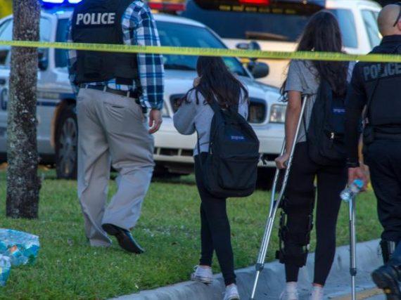#ÚLTIMAHORA Tiroteo en escuela de Florida deja al menos 17 muertos.