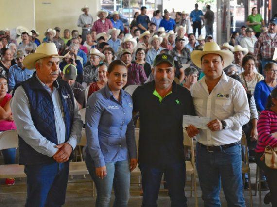 Más de 2.5 MDP reciben agricultores de Méndez por concepto del Seguro Agrícola.