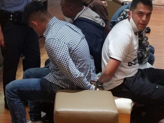 Desata pánico al intentar asaltar joyería en plaza Mall de McAllen, Texas.