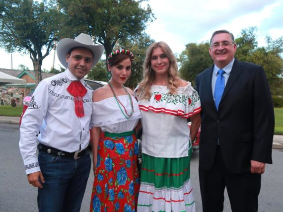 Asistió Maki Ortiz a Noche Mexicana del Grito del Mayor texano Sergio Coronado