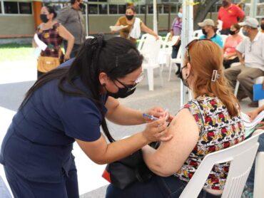 Invita Alcaldesa a embarazadas y personas de 40 y más a vacunarse