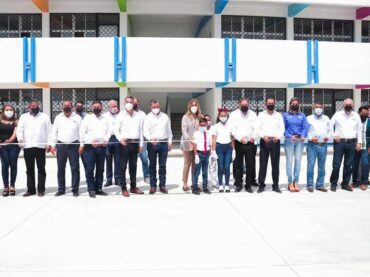 Inauguró Maki Ortiz Secundaria construída por el Gobierno Municipal