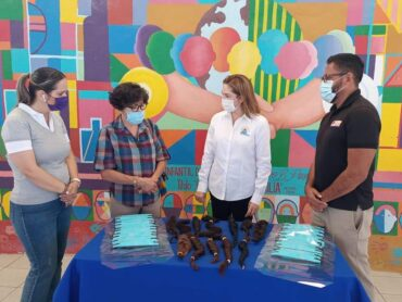 DIF Reynosa entrega donación de trenzas a la Fundación Iluminando Corazones a Niños con Cáncer
